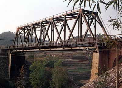 桥梁结构   主桁杆件除端