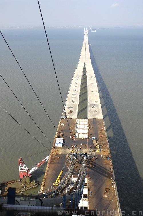 青岛海湾大桥下部结构基本完成_资讯_中国土木科技网