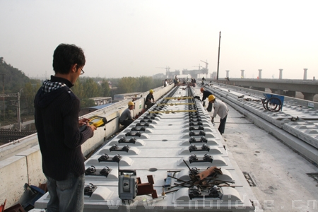 无砟轨道Ⅱ型板精调施工