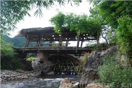 桥墩为石仿木榫卯结构