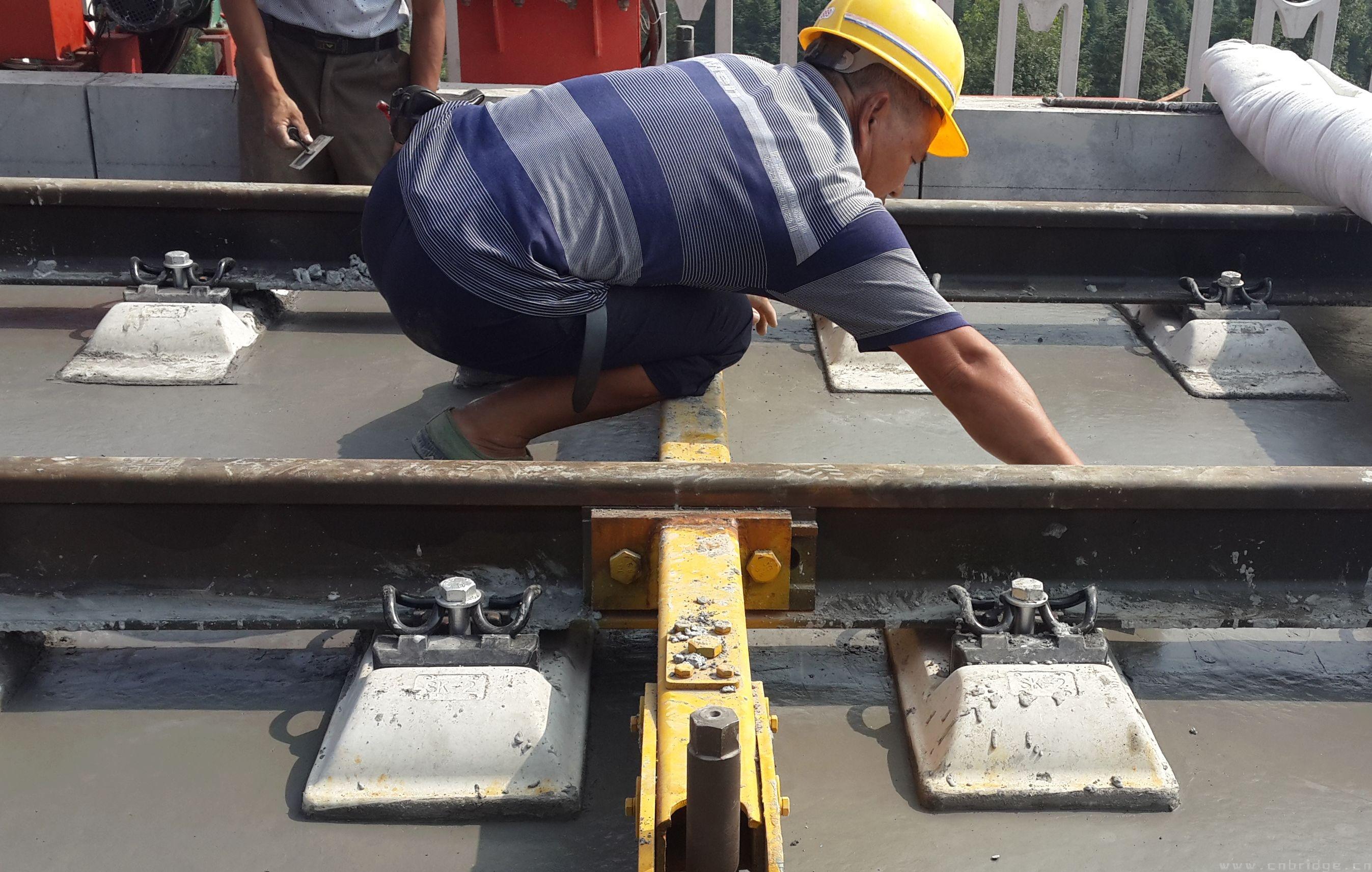 高广特大桥 无砟轨道 道床板开始浇筑 中