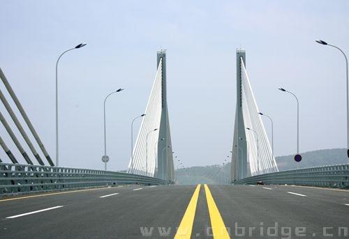 应力混凝土矮塔斜拉桥