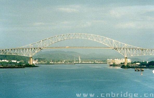 在美国占领的巴拿马运河区为新建的巴拿马运河大桥