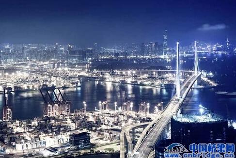 市商务委等部门根据《城市夜景照明设计规范》,对城市夜景美化实施