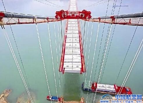 大型钢结构支架的设计与施工,宽桥面单箱多室箱梁施工技术难题.