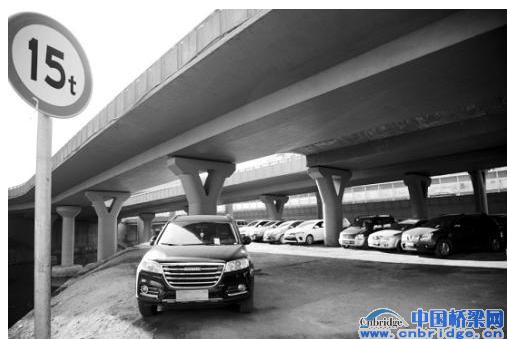 二广高速公路应急车道_沈阳:立交桥下乱停车隐患大(图) - 路桥资讯、桥梁要闻 ...
