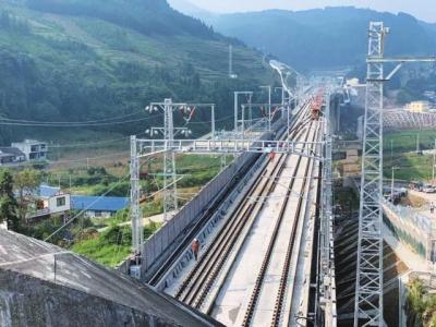 时速250公里 成贵铁路全线铺轨完成 - 路桥资讯-桥梁要闻、会展报告、路桥政策-土木资料网 -